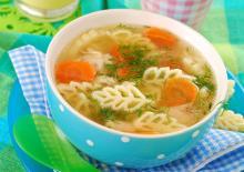 Σούπα με λαχανικά και ζυμαρικά ή κριθαράκι