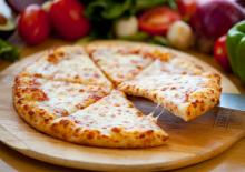 Γρήγορη Πίτσα σε πίτα από σουβλάκι